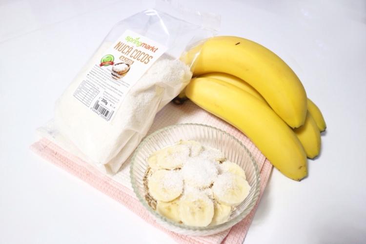 mic-dejun-iaurt-grecesc-banane